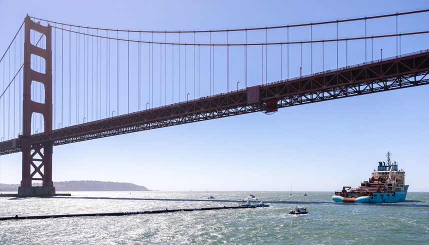 "The Ocean cleanup ""System 001"" quittant San Francisco"
