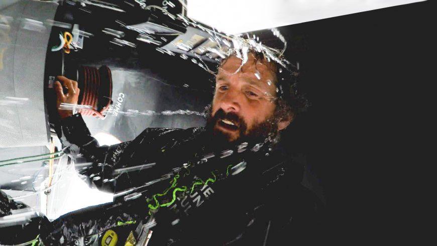 Eric Bellion trempé dans son bateau