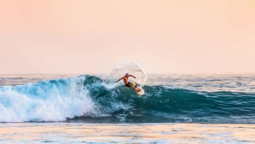 Surfer sur une vague