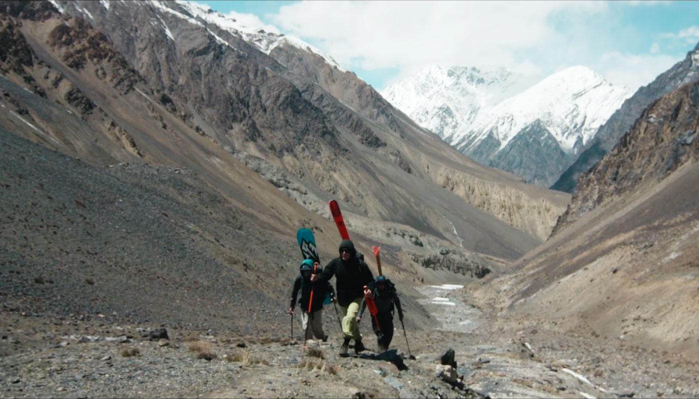 sam favret accompagné de Léo Slemett et de Julien Herry dans la vallée de Hunza au Pakistan