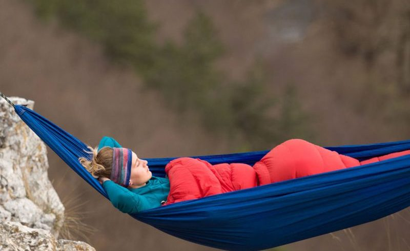 sieste dans un hamac en montagne