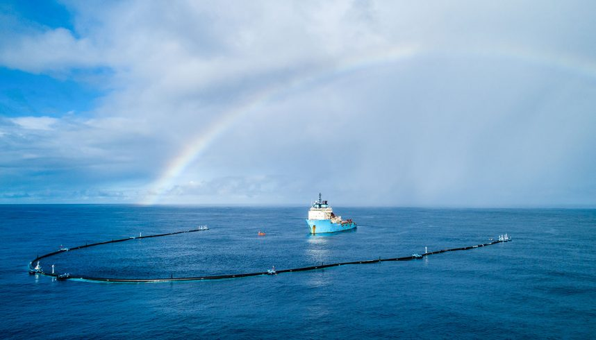 "The Ocean cleanup ""System 001"" en pleine mer"