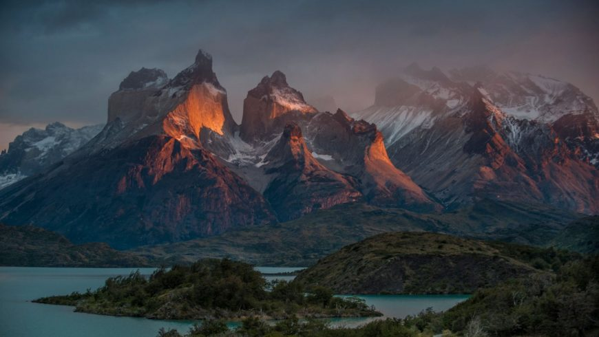 Lever de soleil sur les sommets de Patagonie