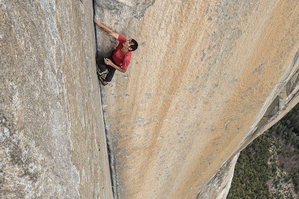Alex Honnold grimpant El Capitan