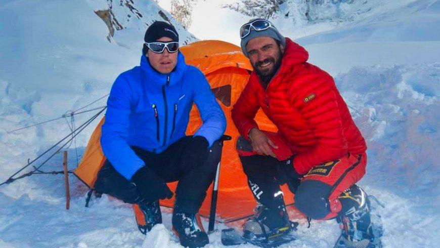 Tom Ballard et Daniele Nardi devant leur tente sur les pentes du Nanga Parbat
