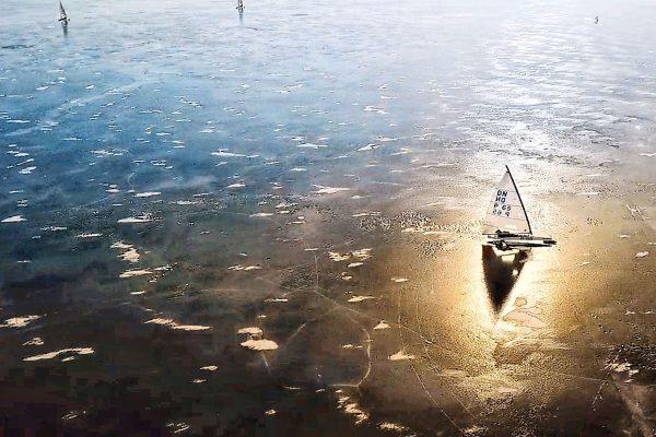 voile sur glace ou ice sailing en anglais