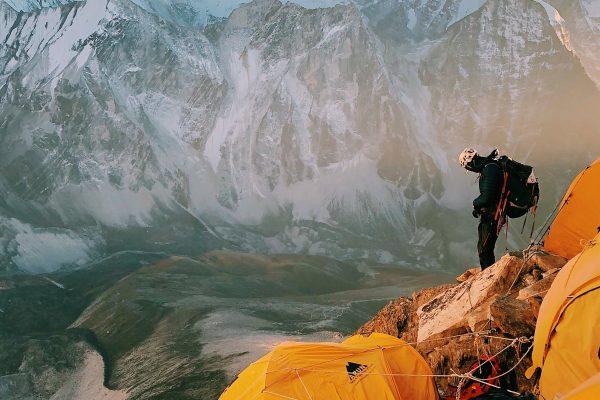 Préparation pour l'ascension d'un sommet himalayen au Népal