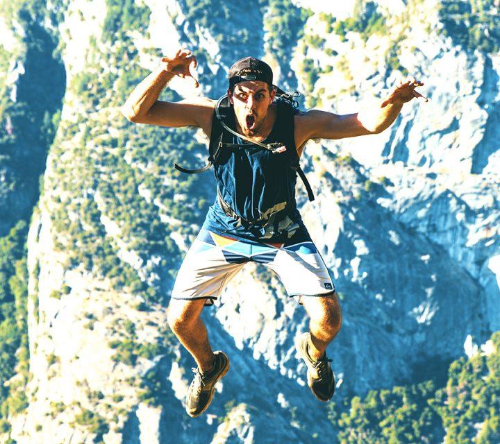 Illustration livre Eloge de la peur avec un homme en chute libre