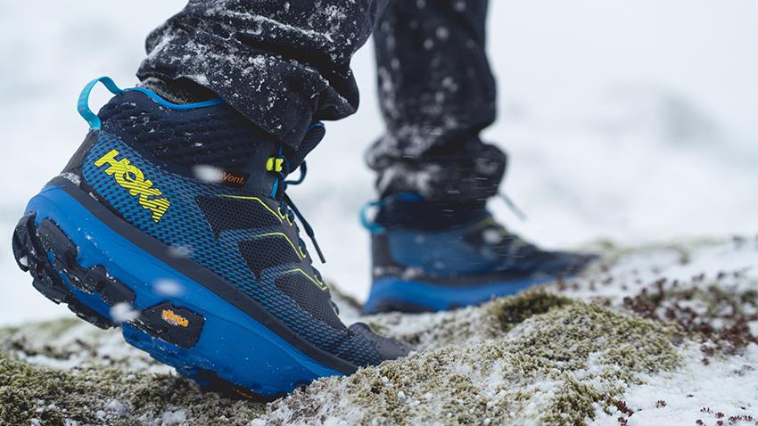 Chaussure Toa d'Hoka one one dans la neige
