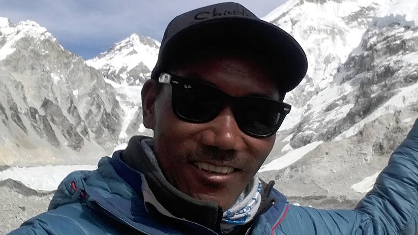 Kami Rita Sherpa a grimpé pour la 23ème fois l'Everest et bat un nouveau record.