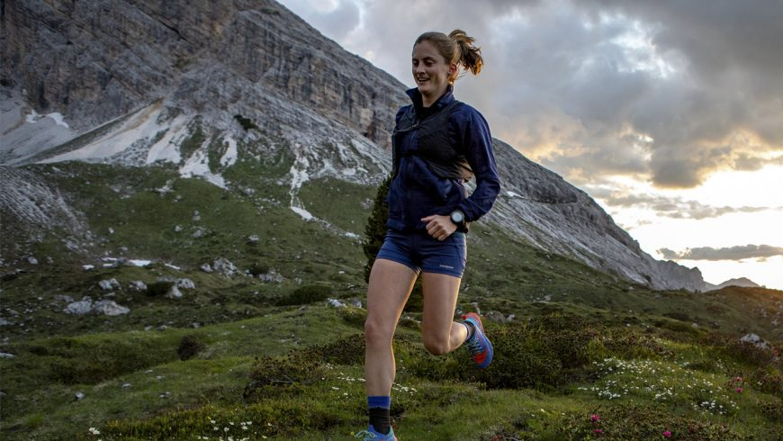 Clare Gallagher en pleine montagne