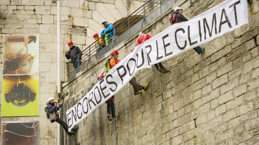 Encordés pour le climat à Grenoble le 9 mars 2019.