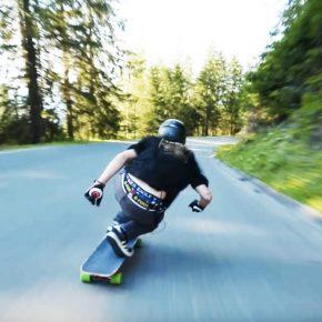 Josh Neuman en skate de descente
