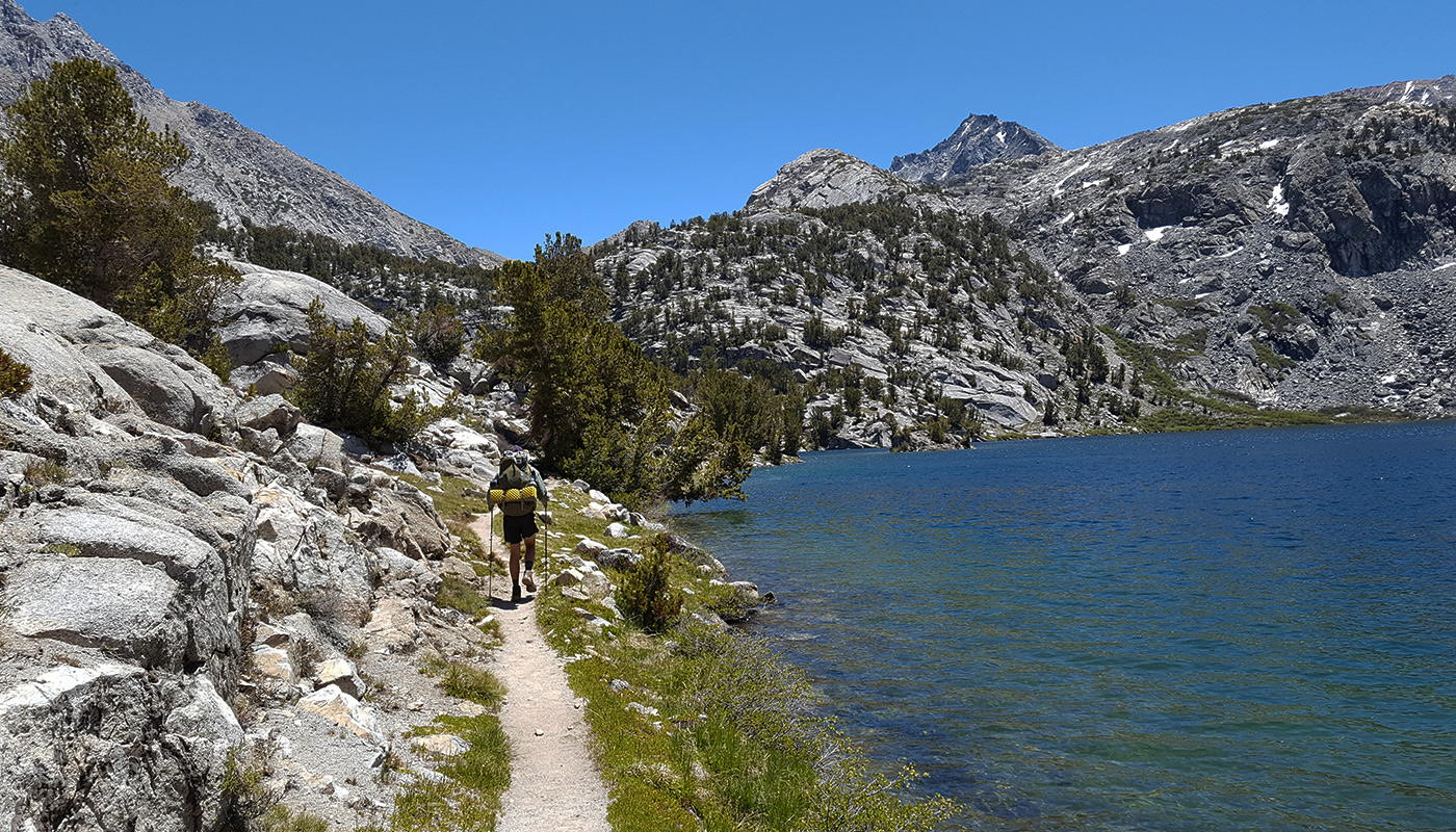 Dollar Lake, mi. 796 - La Haute Sierra est une succession de lacs aux eaux limpides qui se jettent les uns dans les autres