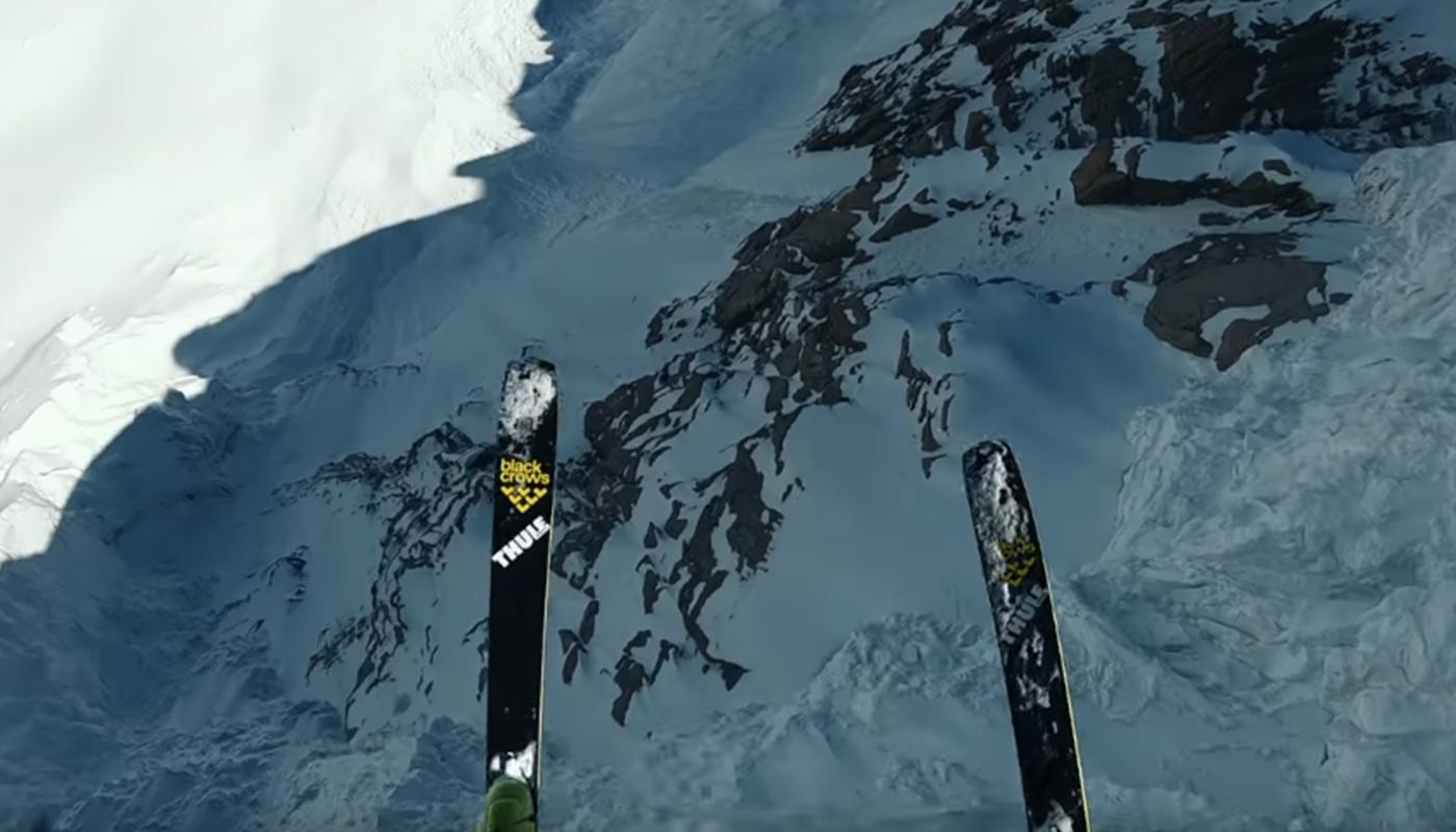 Matthias Giraud en ski base jump