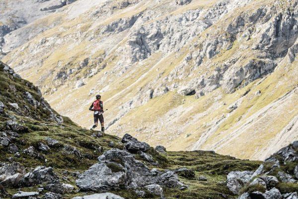 Un coureur dans la montagne