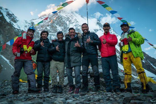 Nims Dai et son équipe sur les pentes du K2