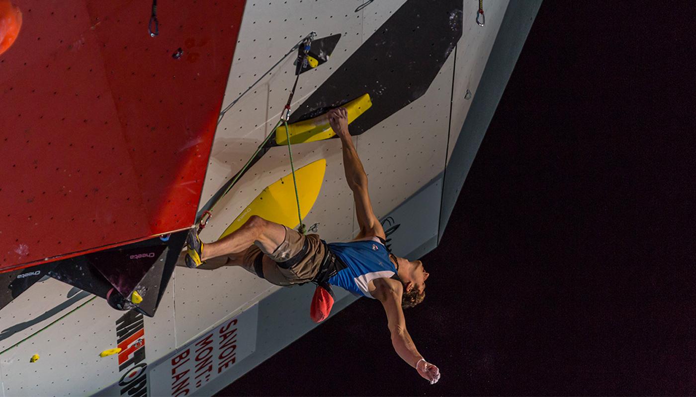 Adam Ondra en finale de l'épreuve de difficulté à Chamonix