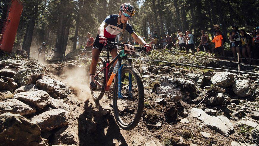 Pauline Ferrand Prevot en VTT descente
