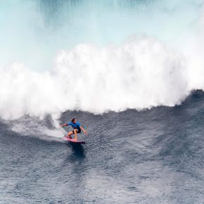 Justine Dupont Big wave