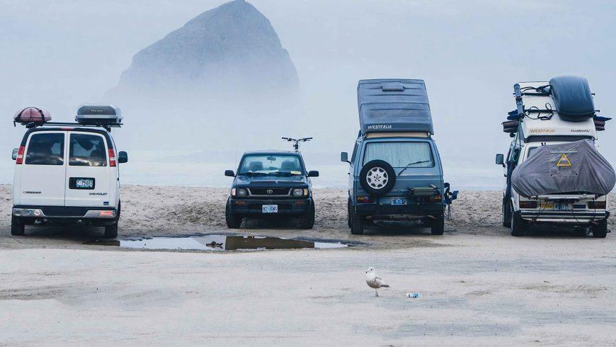 Vans sur la plage