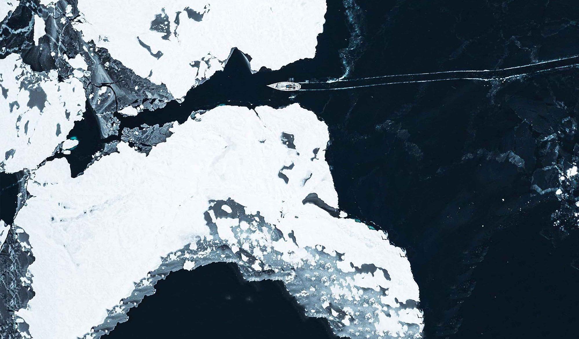 Mike Horn en bateau sur l'arctic