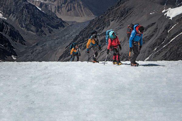 Première : des Afghanes à l'assaut du plus haut sommet de leur pays