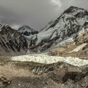 Camp de base de l'Everest, cascade de glace du Khumbu