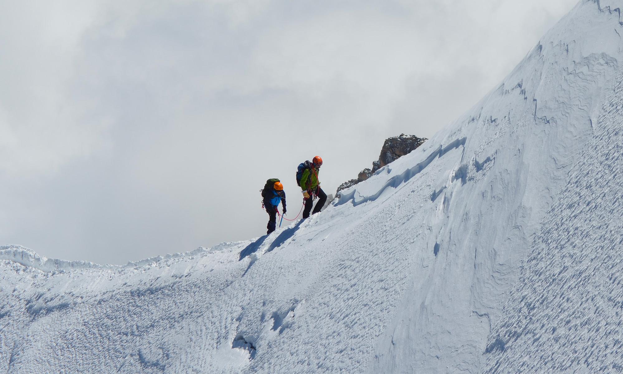 Deux alpinistes dans le massif du Mont-Blanc