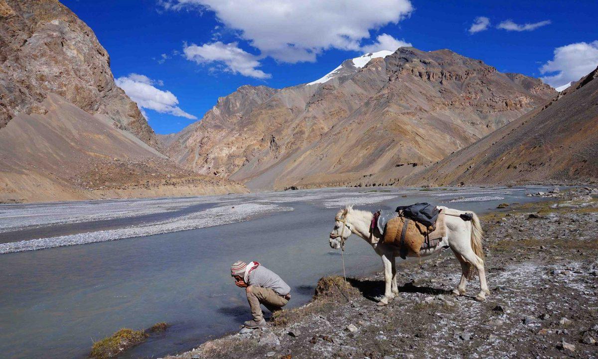 An Himalayan Adventure - Eliott Schonfeld