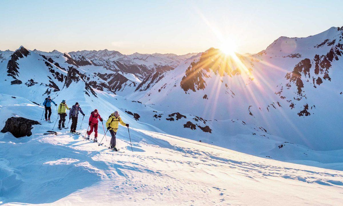 Suisse, ski de randonnée en groupe