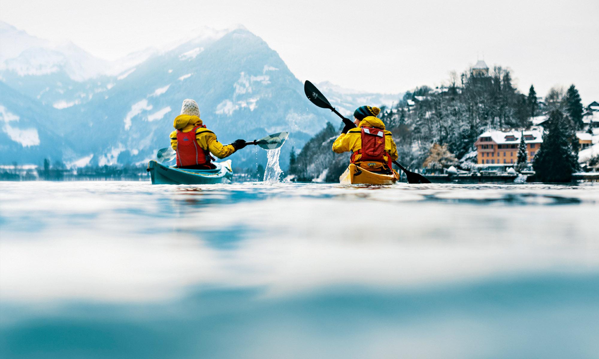Kayak sur le lac de Brienz, Suisse