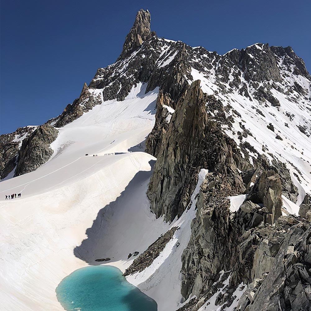Lac d'altitude formé par le réchauffement climatique
