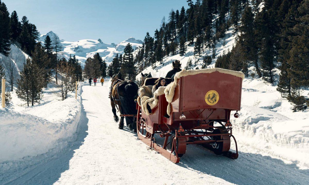 En traîneau à cheval dans le Val Roseg