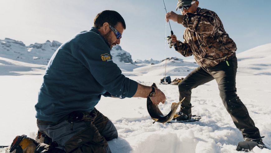 Pêche au trou sur les lacs gelés de Melchsee-Frutt