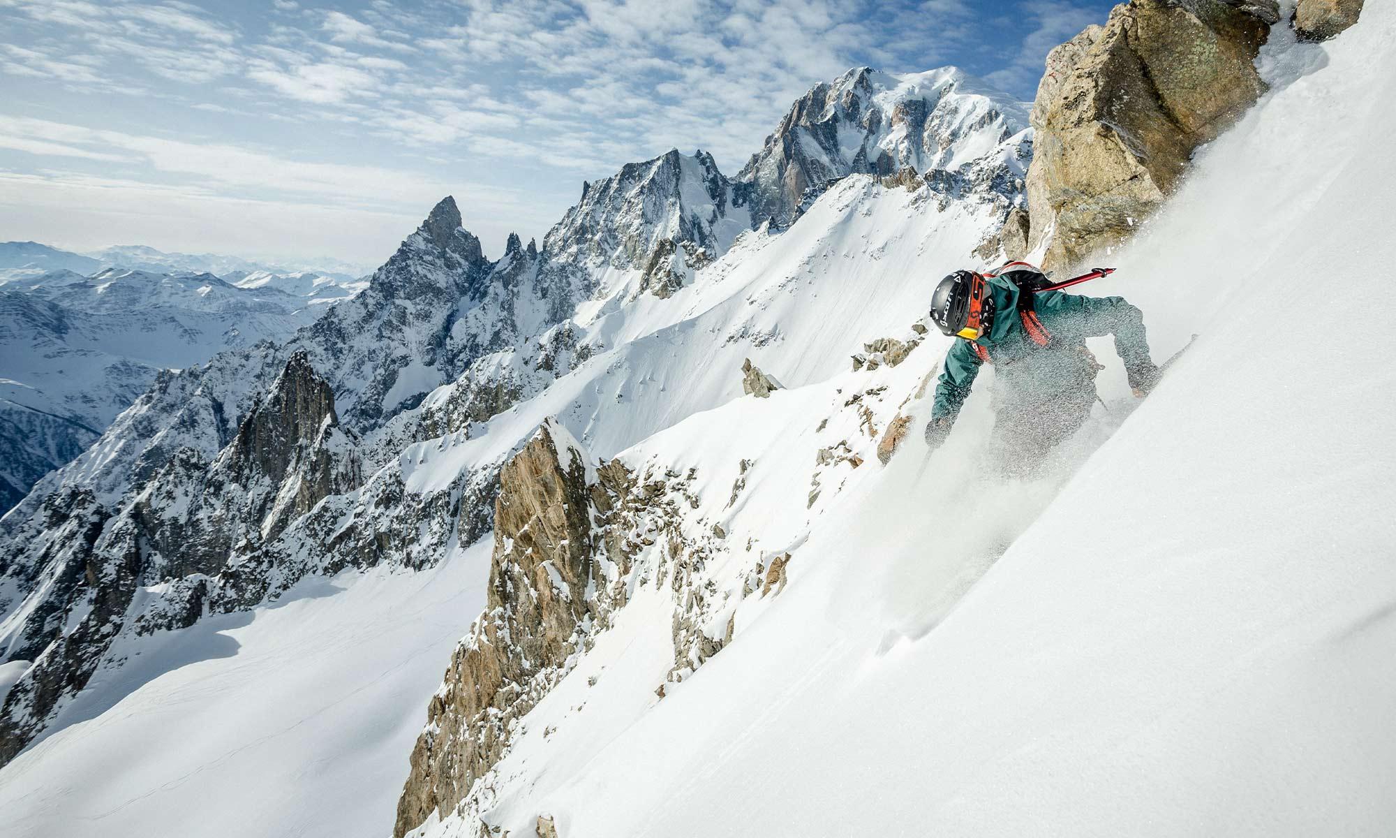 Masque Scott, Pierre Hourticq skie face au Mont-Blanc