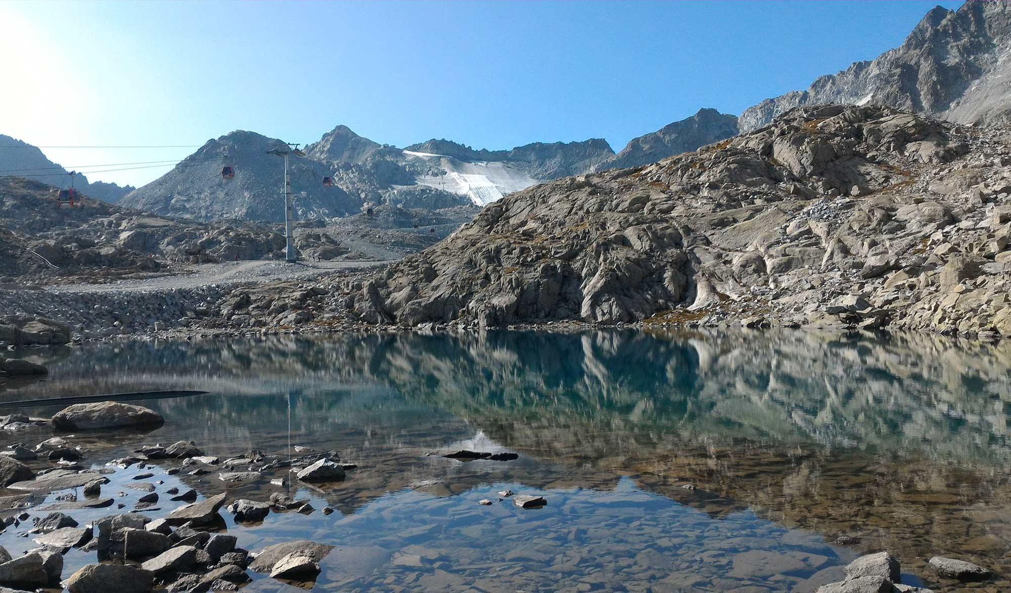 Glacier de Presena recouvert de drap blanc