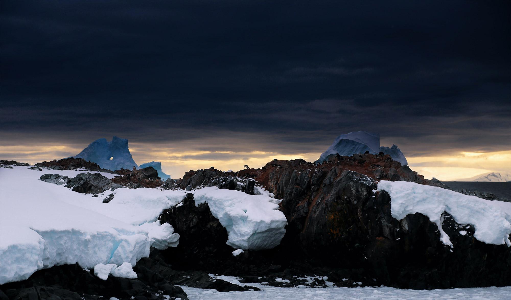 la nuit tombe sur l'Antarctique