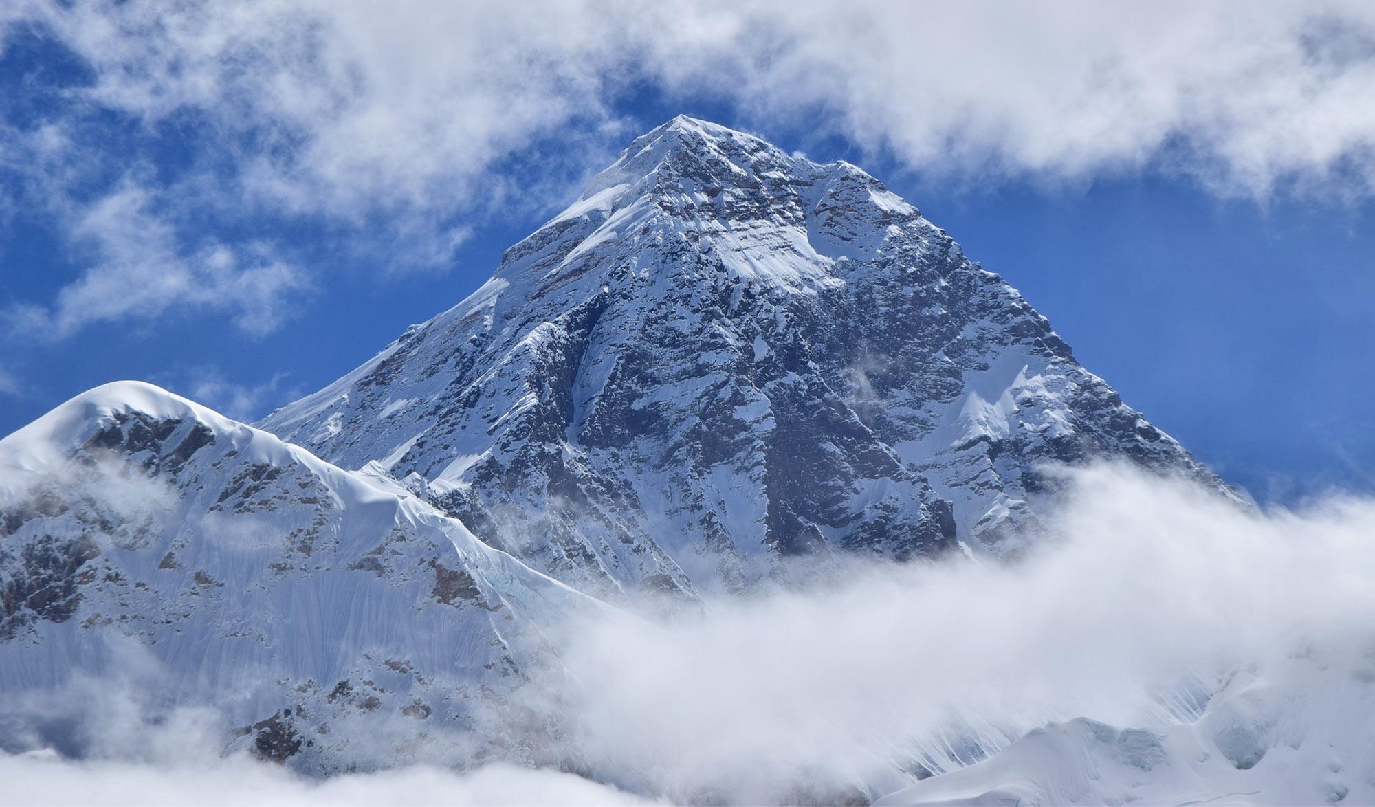 Everest dans les nuages