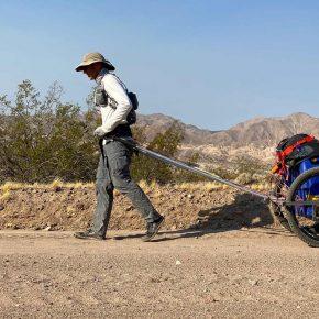 Roland Banas traverse la Vallée de la Mort