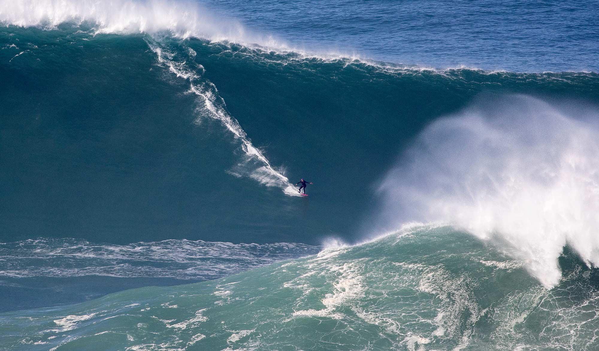 Justine Dupont surfe sa plus grosse vague à Nazaré