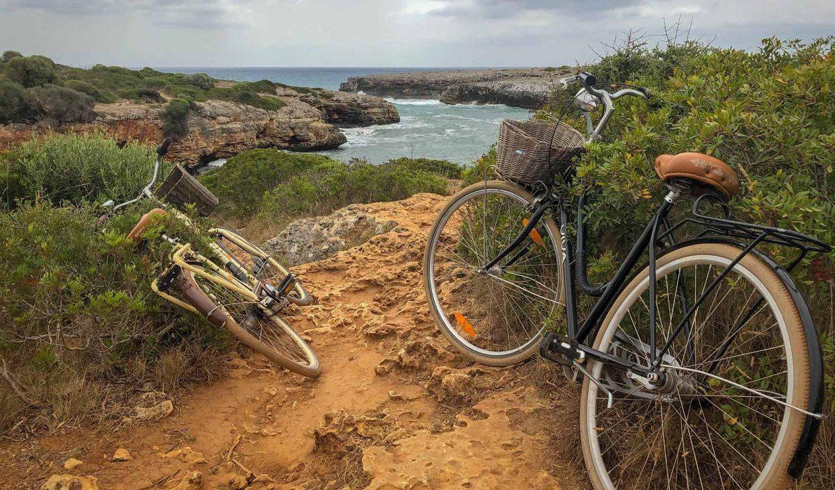 Vélos au bord de mer