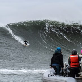 Mavericks Big Waves ski