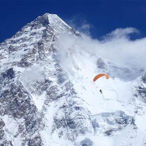 Max Berger, premier vol en parapente depuis le K2