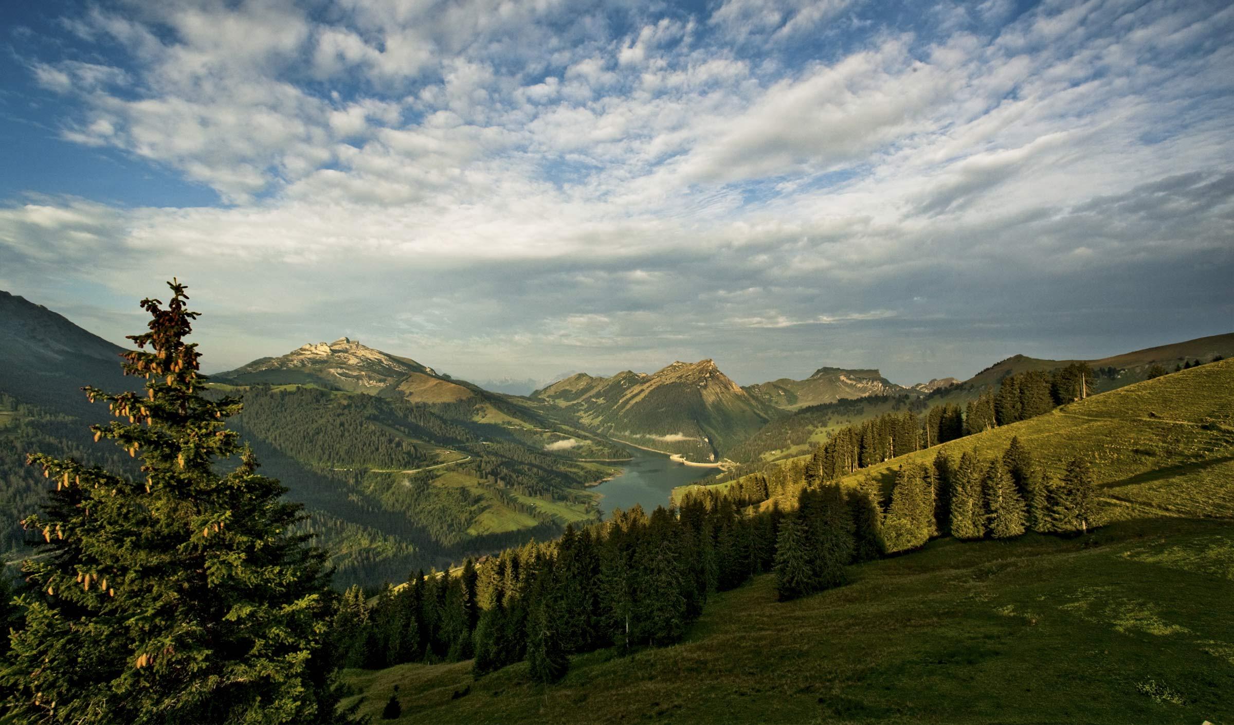 cyclotourisme : les cols des alpes vaudoises en Suisse