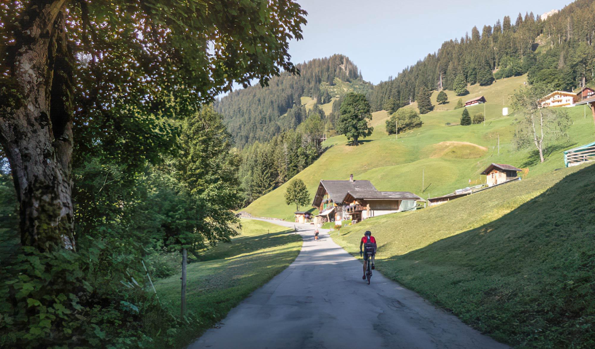 Cyclisme : Route du col du Pillon en Suisse
