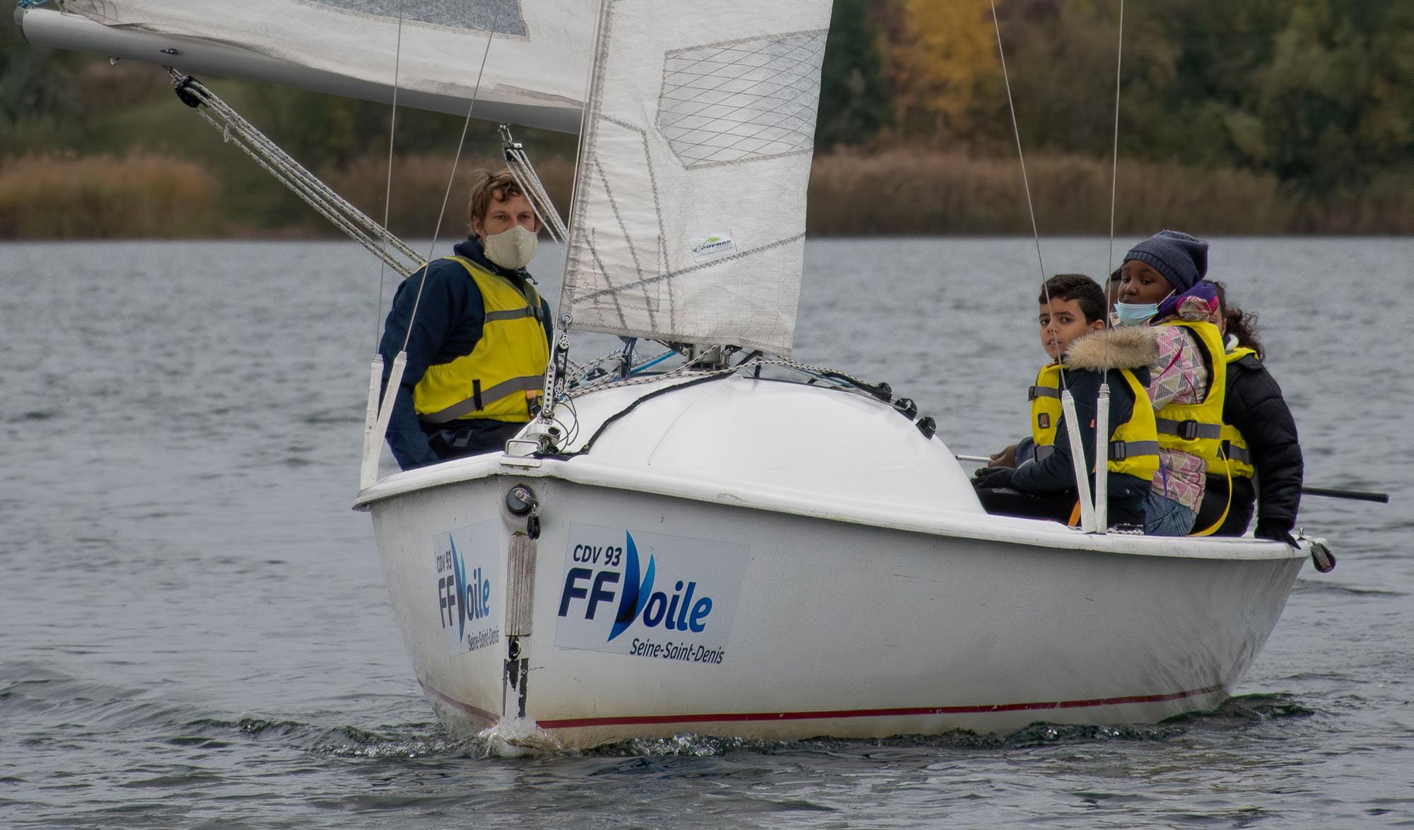 Le navigateur Paul Meilhat embarque les enfants de banlieue avec Surfrider