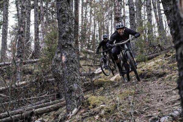 Kilian Bron ride en forêt
