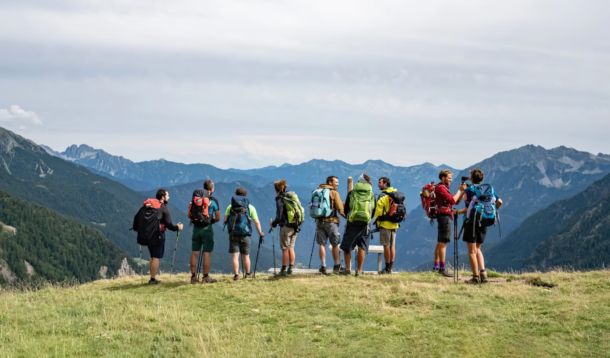 Un groupe de randonneurs sur le Sentiero Italia