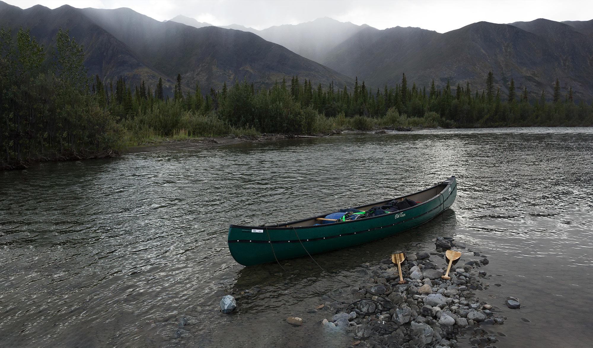 « S'abandonner au sauvage » : 500 km en canoë en autonomie dans le Grand Nord canadien